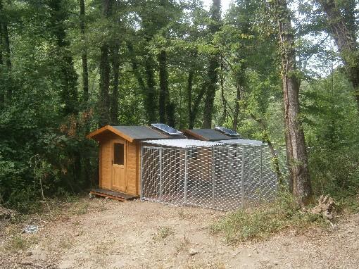 Casa per cani con riscaldamento solare