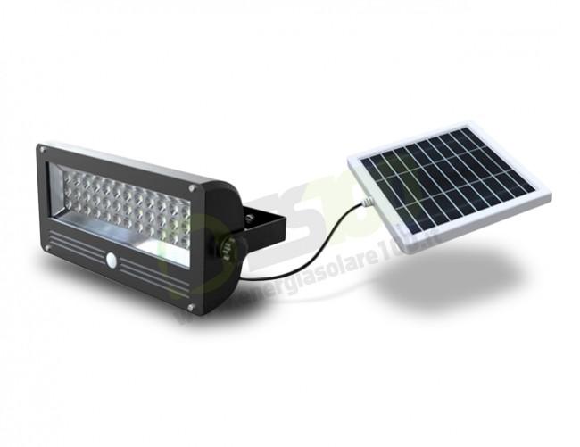 Faro led da esterno con pannello solare da w e batteria litio